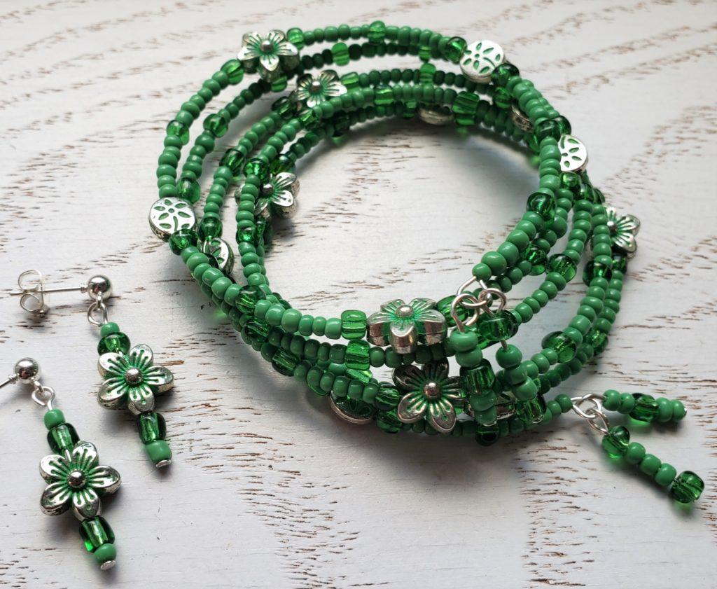 Bracelet green flowers B59