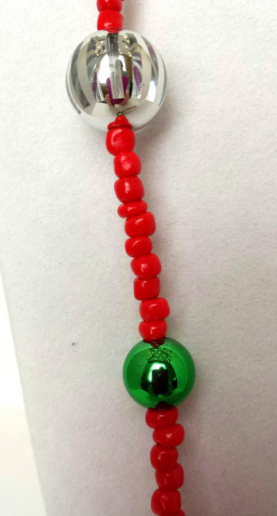 CN17_long_red_green_silver_beads_02
