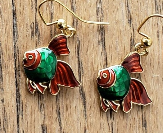 E105_fish_red_green