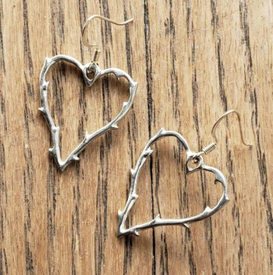E109_hearts_pewter_vines