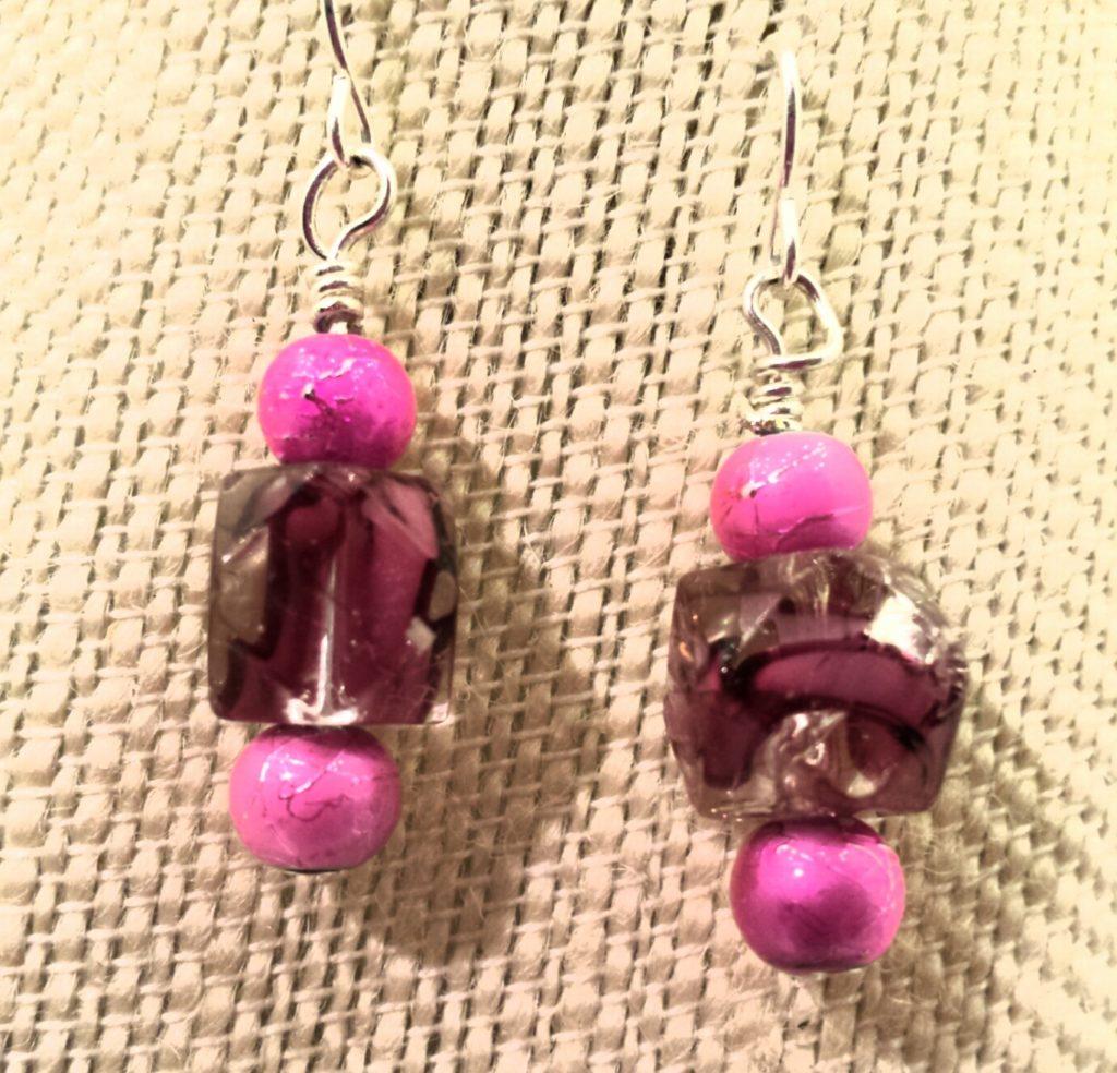 E13_pink_swirl_glass_bead_01