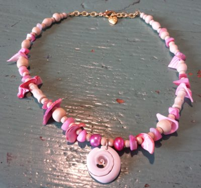 N24_shell_pendant_pink_shell_pieces_beads