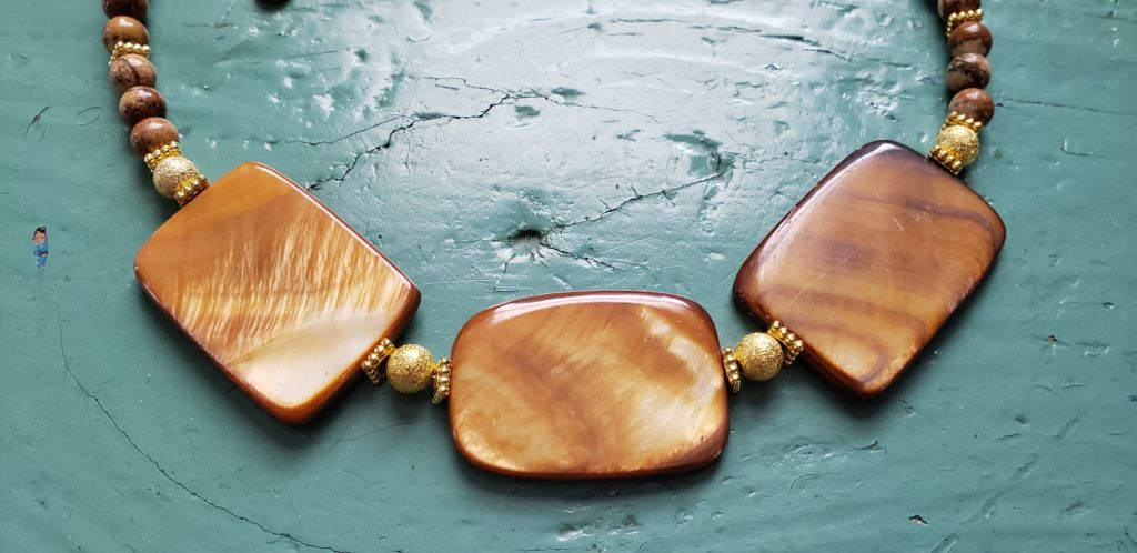 N81A_rectangle_shell_necklace