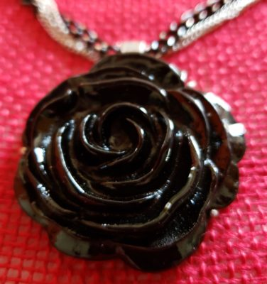hn05a_black_rose_chain