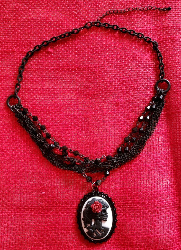 hn15_skull_red_rose_chains